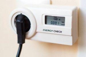 Put din energimåler i stikkontakten og dit produkt i energimåleren. Så kan du nemt måle elforbruget.