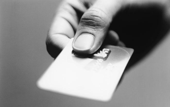 Et betalingskort kan både være et kreditkort og et debetkort.