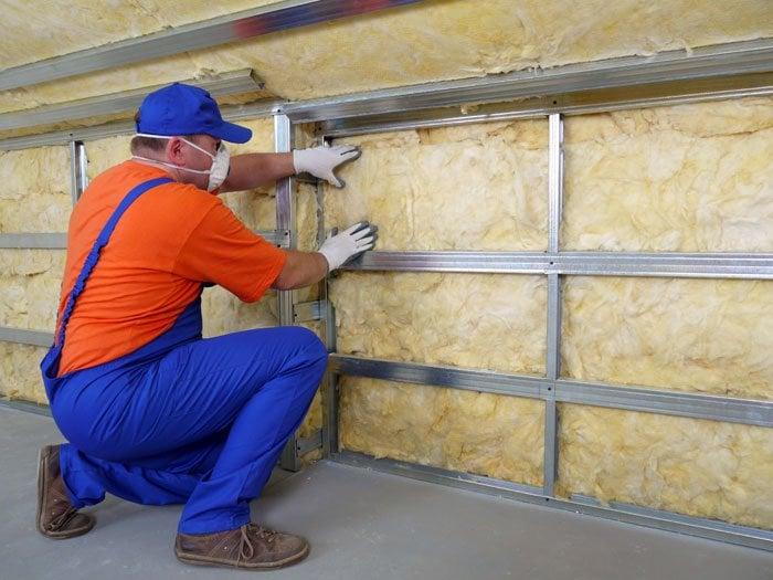 Konventionel isolering er typisk fremstillet af nogle uorganiske materialer, herunder eksempelvis glas eller sten.